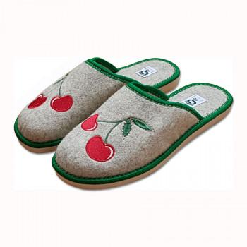 Pantofle filcové s třešněmi